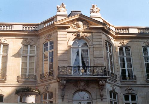 La façade arrière de l'hôtel de Matignon, du 18 e s. (Paris 7e)
