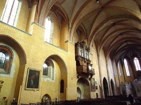 La nef et les voûtes de l'église abbatiale Saint Pierre de Moissac