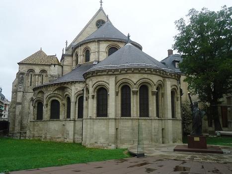 Le prieuré de Saint_martin-des-Champs (Paris 2e) est une annexe du Conservatoire des Arts et Métiers