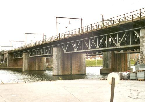 Le double pont du chemin de fer, dit de Luxembourg, à Namur, sur la Meuse