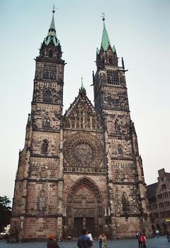 La façade de l'église saint Laurent (Lorenzkirche) à Nuremberg (Bavière)