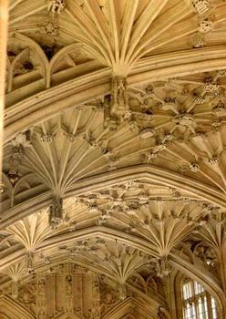 La voûte (gothique flamboyant) de Divinity School, la plus ancienne salle de conférences d'Oxford, peut-être conçue par William Orchard à la fin du 15e siècle