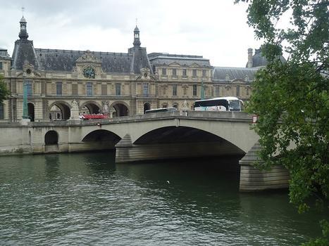 Le Pont du Carrousel, sur la Seine (Paris 1er)