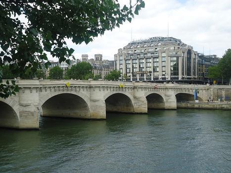 Le Pont-Neuf entre la place du Pont-Neuf et la place de l'Ecole (Paris 1er)