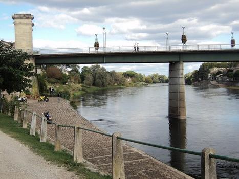 Le pont Michel de Montaigne, sur la Dordogne, relie Port-sainte-Foy (Dordogne) et Sainte-Foy-la-Grande (Gironde)
