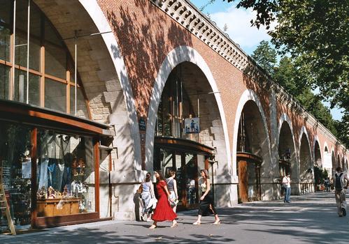 Le viaduc de la Promenade plantée, avenue Daumesnil (Paris 12e)