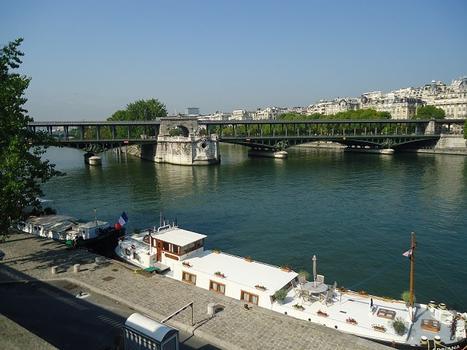 Le Pont de Bir-Hakeim, entre les 15e et 16e arrondissements