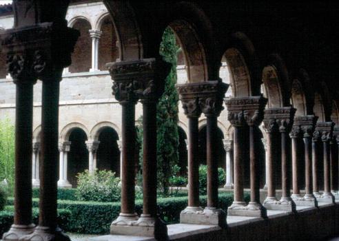 Le cloître (roman) de l'abbaye de Ripoll (Catalogne)
