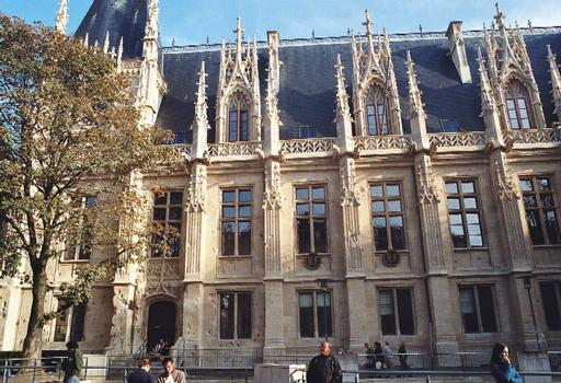 Le palais de Justice, ancien Parlement de Normandie à Rouen de style gothique flamboyant
