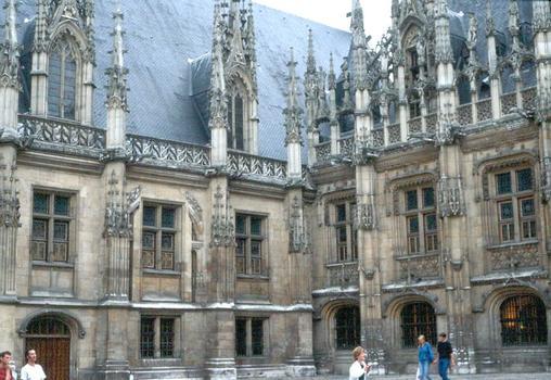Le palais de justice de Rouen (Seine-Maritime), de style gothique flamboyant ou tardif