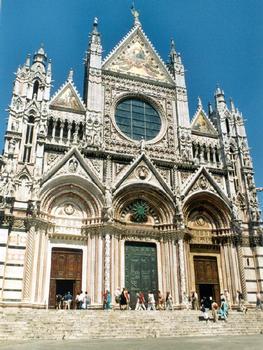 Le Duomo (cathédrale) gothique de Sienne (Toscane): la façade