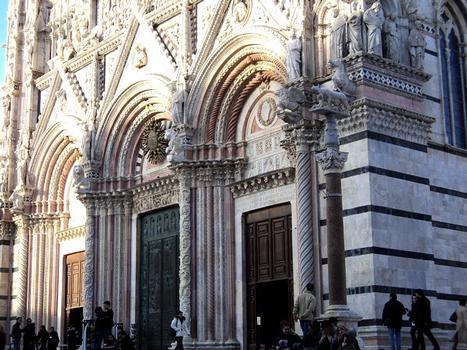La façade de la cathédrale de Sienne