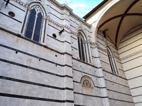 Le côté nord et la nef inachevée de la cathédrale de Sienne