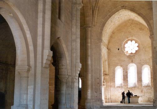 L'intérieur de l'église abbatiale de Silvacane, de style gothique