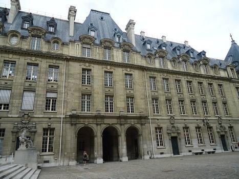 Les bâtiments de la Sorbonne (Universités de Paris III et Paris IV) vus depuis la cour principale