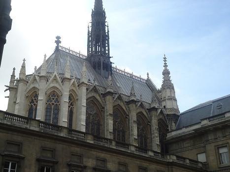 Vues extérieures de la Sainte-Chapelle, qui se trouve dans l'enceinte du palais de justice de Paris