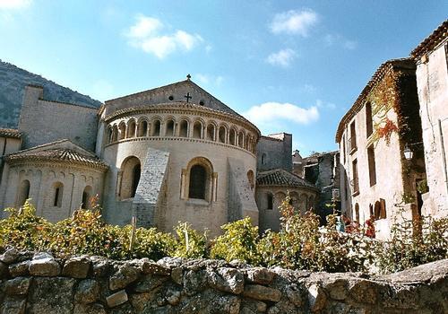 L'abside romane de l'église abbatiale de Gellone, à Saint-Guilhem-le-Désert