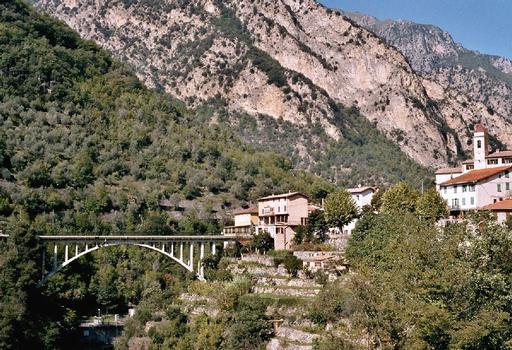 Le pont de Saint-Jean-la-Rivière, sur la Vésubie