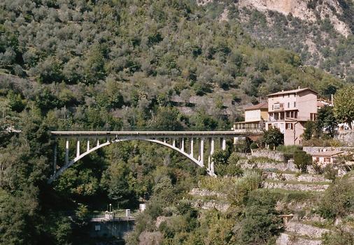 Le pont en arc de Saint-Jean-la-Rivière, sur la Vésubie