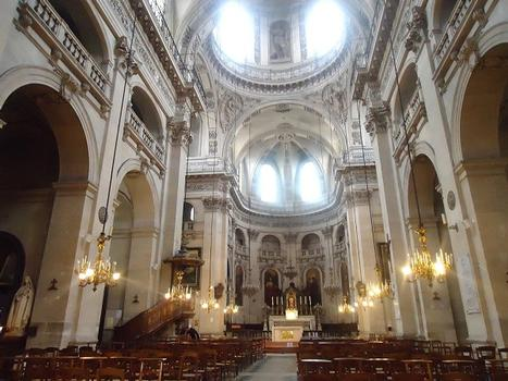La nef et les voûtes de l'église Saint_paul (Paris 4e)