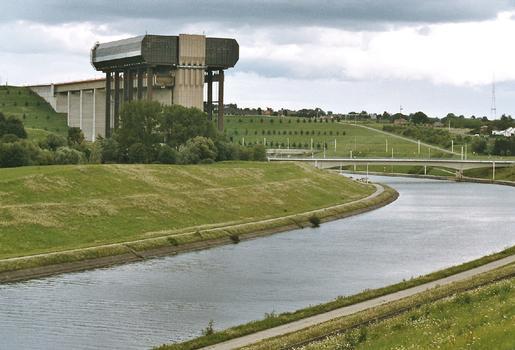 Le nouveau canal du Centre à 1350 T. et l'ascenseur funiculaire de Strépy-Thieu