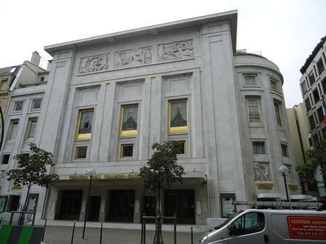 La façade du Théâtre des Champs-Elysées, avenue Montaigne