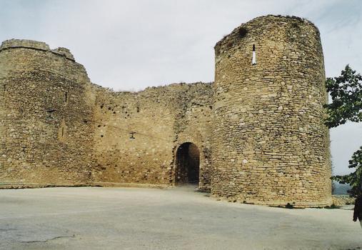 Venasque city walls