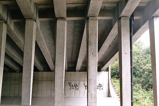 Autobahnbrücke der E411 über die Schnellstrasse N238 in Wavre