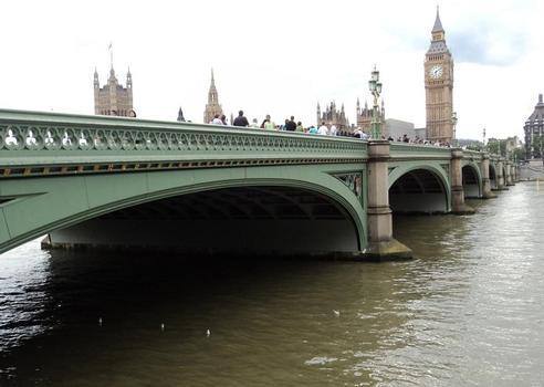 Westminster bridge (Greater London), avec, en arrière-plan, les bâtiments du Parlement britannique