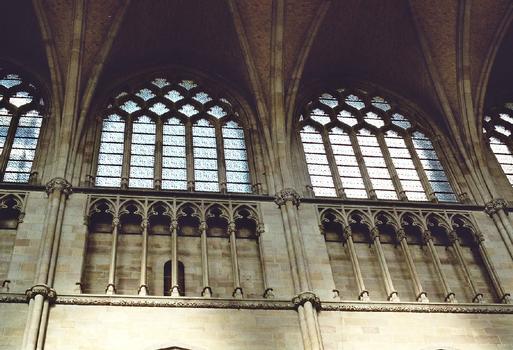 L'intérieur et les voûtes de la cathédrale St Martin d'Ypres, reconstruite à l'identique du 13e siècle après les destruction de la première guerre mondiale