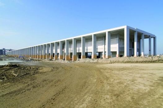 BBI: Baugrube und Rohbau des Pier Nord und Pier Süd