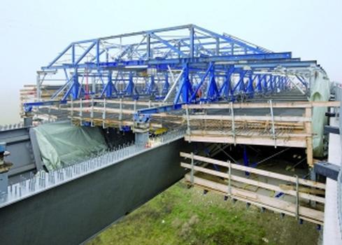 Zwei Brücken – derselbe Schalwagen