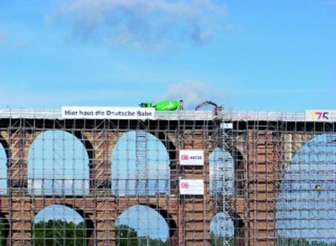 Betonage auf weltgrößter Ziegelsteinbrücke in 78 m Höhe