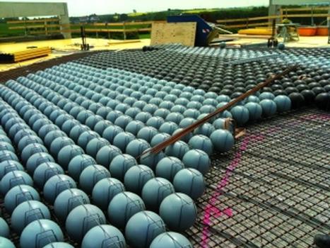 """Cobiax """"Eco-Line""""-Hohlkörpermodule in der Ausführung (Produktionshalle Eberspächer in Wilsdruff)"""