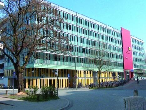 Parkhaus am Bahnhof in Hamburg-Altona
