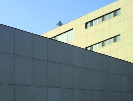 betoShell®BIG-Elemente von hering Bau mit integriertem SITgrid® von V. Fraas verkleiden das Institutsgebäude der TU Dresden
