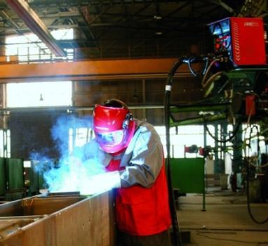 20 Hightech-Stromquellen für Stahlbau mit Profil