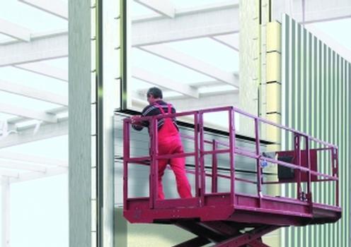 Fassaden- und Dachbefestigung im Hallenbau