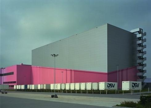 Das neue Logistikzentrum von dm-drogerie markt in Weilerswist (Foto: Hammersen)