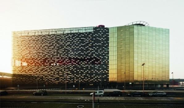 Die Fassade für das Bürogebäude der Messe Mailand prägt die Skyline von Mailand