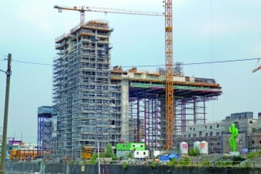 Kranhäuser: neues Wahrzeichen für Kölner Rheinauhafen