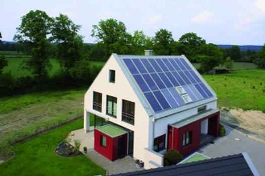 Nullenergiehaus mit Solararchitektur und Erdwärmepumpe