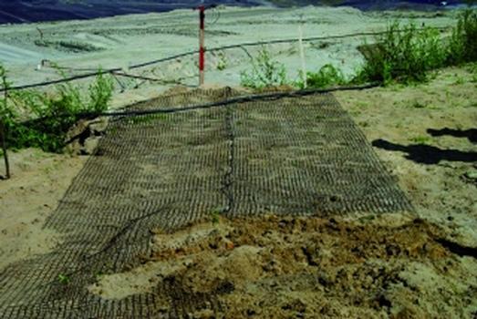 Geotextilmessmatte in der Anwendung auf einem Kriechhang in einer Braunkohlengrube