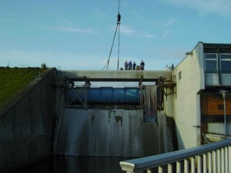 Brücke über das Hochwassereinlassbauwerk (HWE)