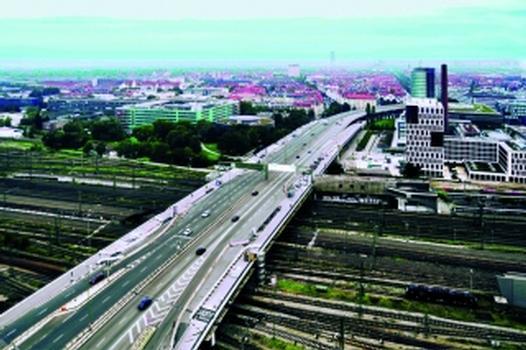 Die Donnersberger Brücke in München, an deren Auf- und Abfahrtsrampen die MAURER-XW1 Wellendehnfugen eingebaut wurden