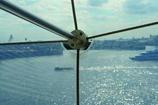 Die ETFE-Folienbespannung basiert auf formgebenden, lastabtragenden Edelstahlseilen