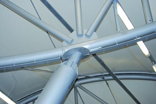 Ein Knoten der Stahlkonstruktion im Detail