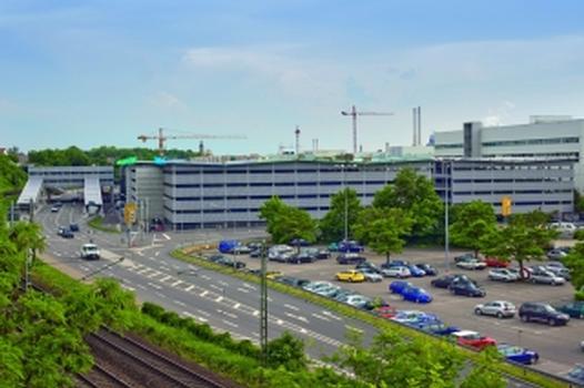 Das Parkhaus im Werk Neckarsulm der Audi AG von Süden