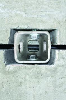 Mit BT-Spannschloss® verbundene Betonteile: In der Fuge ist das Dichtband RubberElast® sichtbar (Foto: B.T. innovation)
