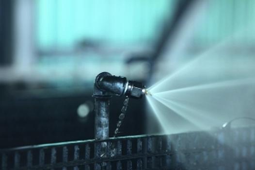 Eine an der Kohlebandanlage ausgelöste Impulsdüse (Fotos: Minimax)